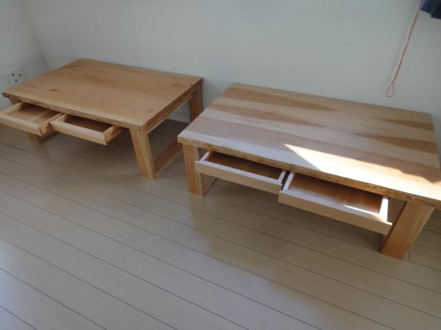 シンプルに引き立つ2つの机