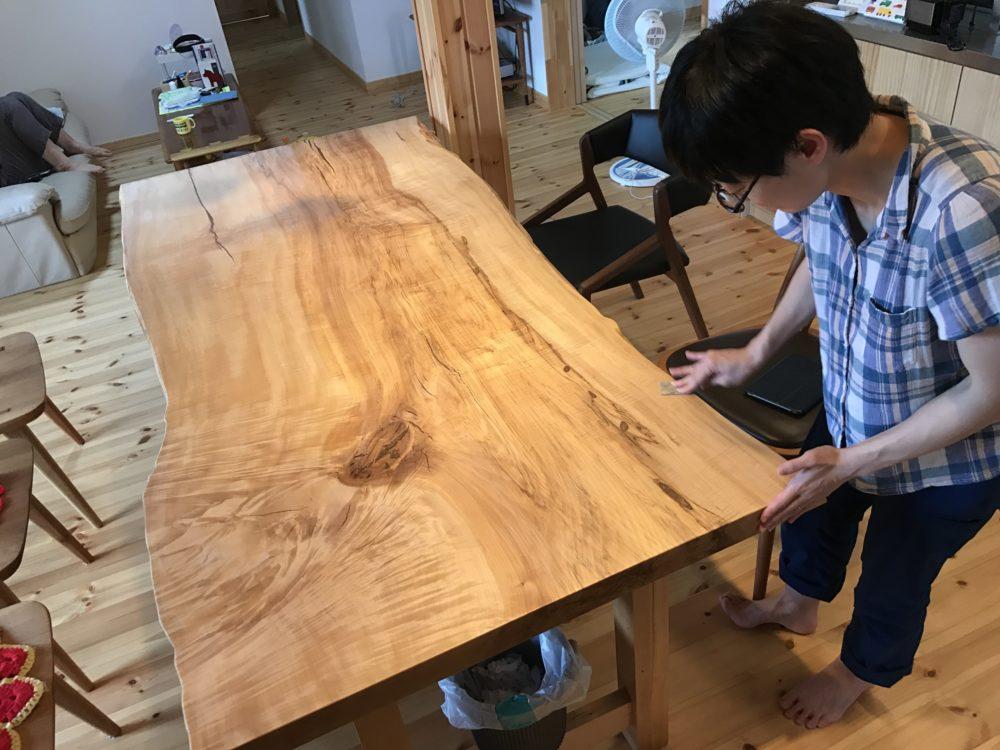 無垢テーブルのメンテはお子様と
