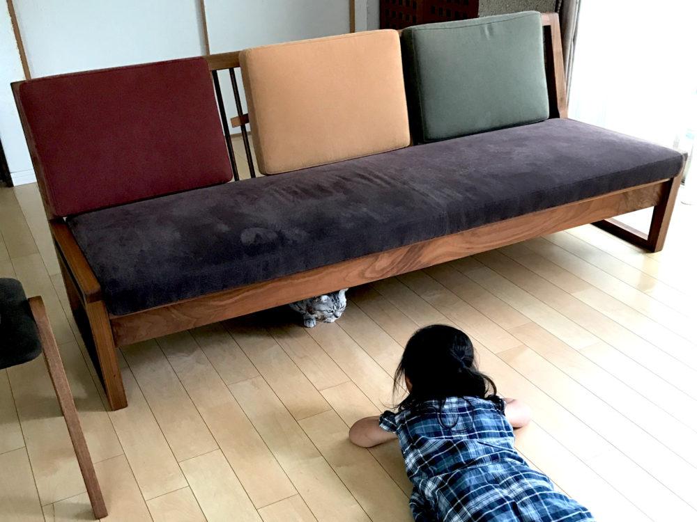 BWとベンチタイプのソファ