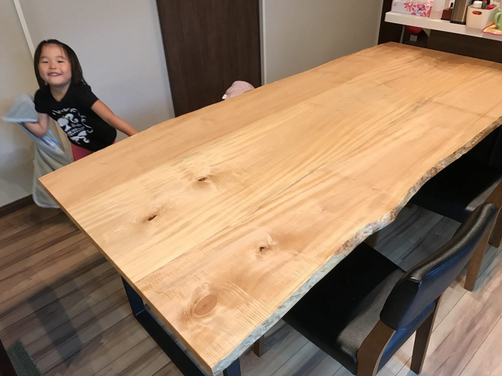飛騨の木で作るテーブル+鉄の脚